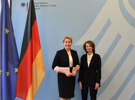 Bundesministerin Franziska Giffey und die Vorsitzende des unabhängigen Beirates für die Vereinbarkeit von Pflege und Beruf, Prof. Dr. Adelheid Kuhlmey