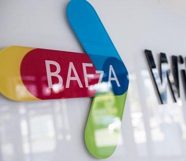 Bunter Pfeil mit der Aufschrift BAFzA.
